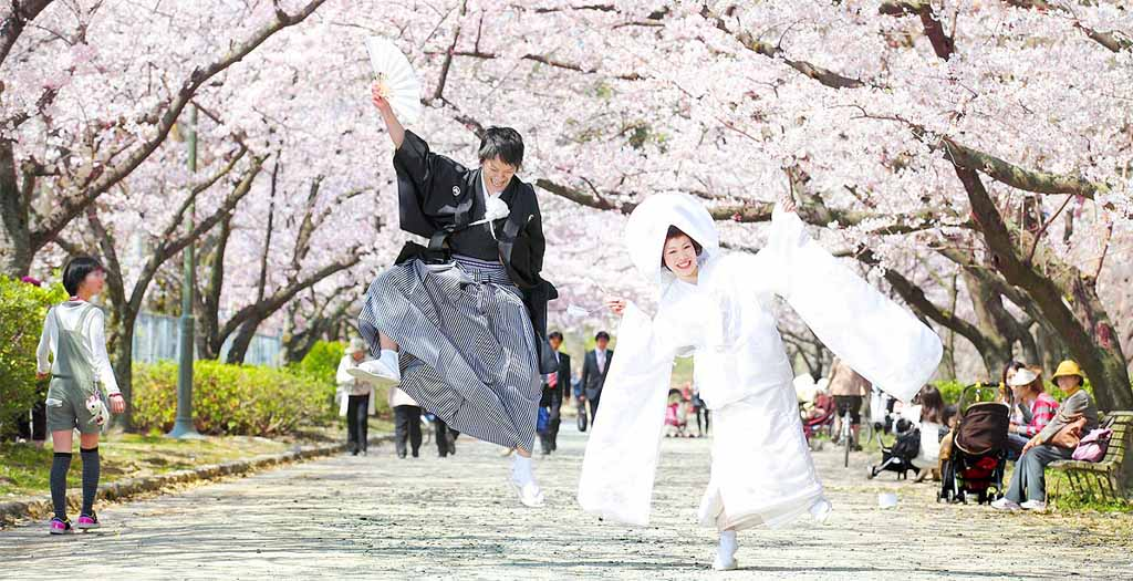 Картинки по запросу традиционные свадебные наряды мира