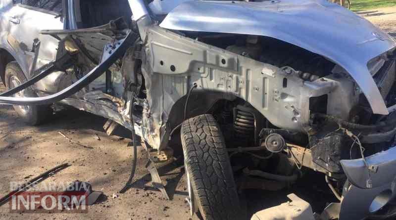 В Килийском районе водитель внедорожника на высокой скорости влетел в столб