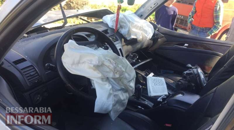 58de514a47841_346 В Килийском районе водитель внедорожника на высокой скорости влетел в столб