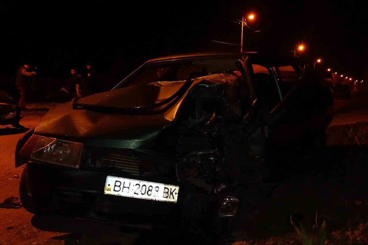 """G_ErEspN29c В Измаиле BMW вылетел на """"встречку"""" и протаранил ВАЗ-21099"""