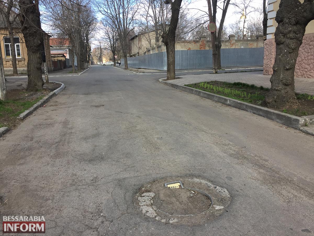 IMG_071144 Измаильчане, смотрите под ноги: в городе исчезают люки (фотофакт)