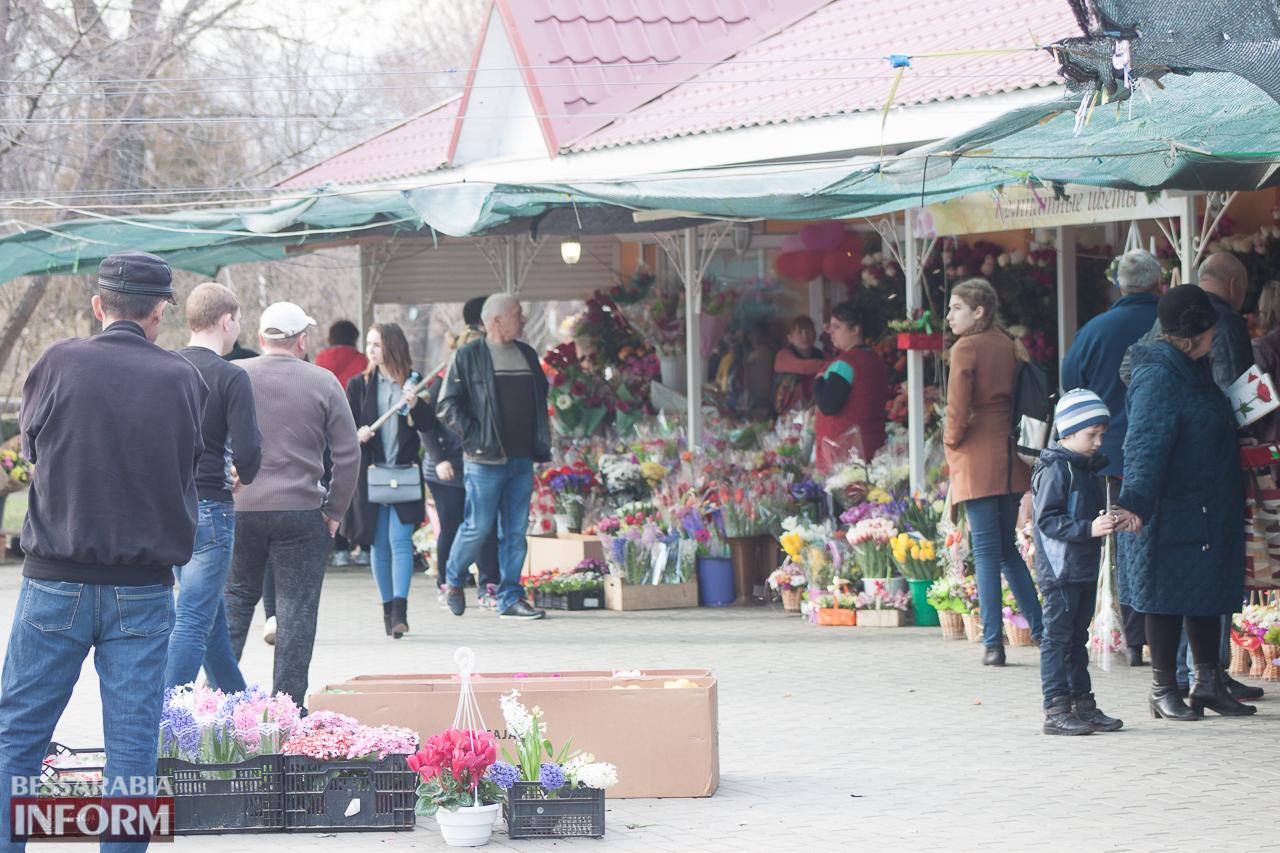 IMG_5530 Сегодня в Измаиле уже выстраивались очереди за букетами к 8 Марта (фоторепортаж)