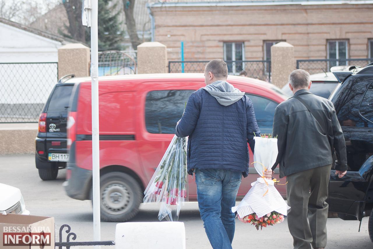 IMG_5550 Сегодня в Измаиле уже выстраивались очереди за букетами к 8 Марта (фоторепортаж)