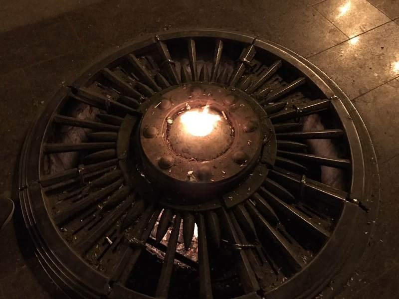 RLxBR97mMaY Фотофакт: Вечный огонь в Измаиле превратился в тусовочное место