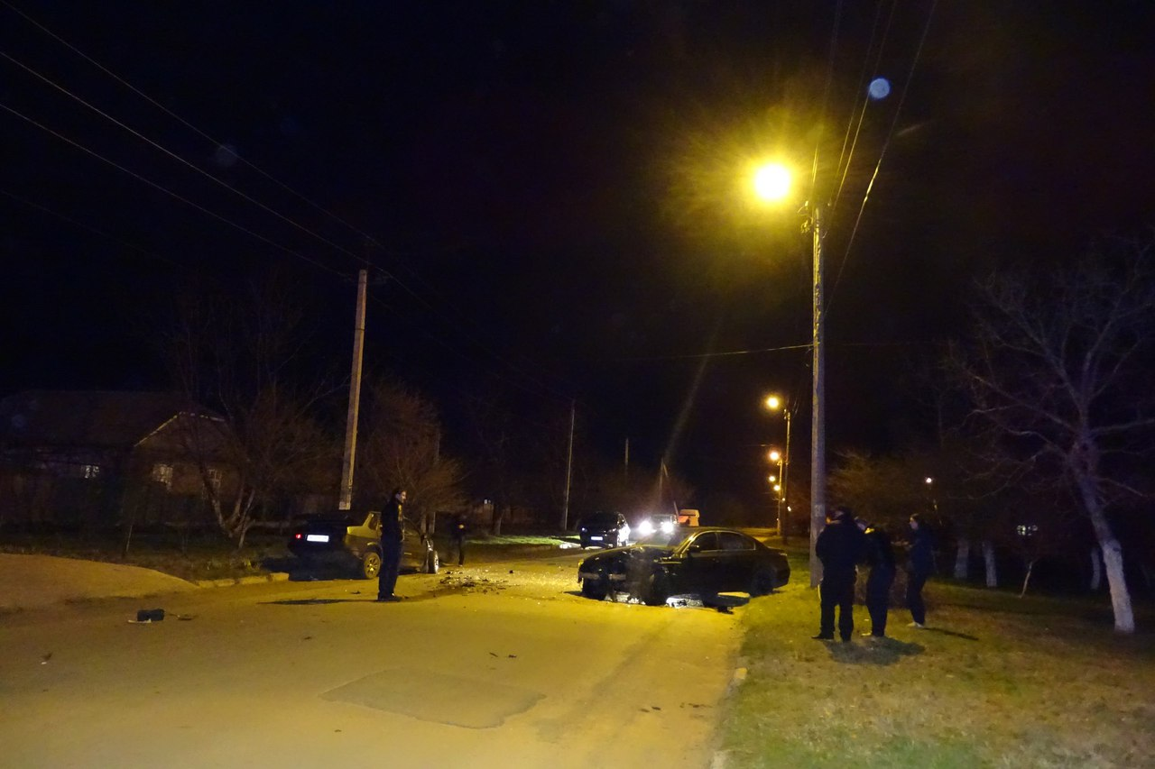 """UQHflKO4hLo В Измаиле BMW вылетел на """"встречку"""" и протаранил ВАЗ-21099"""