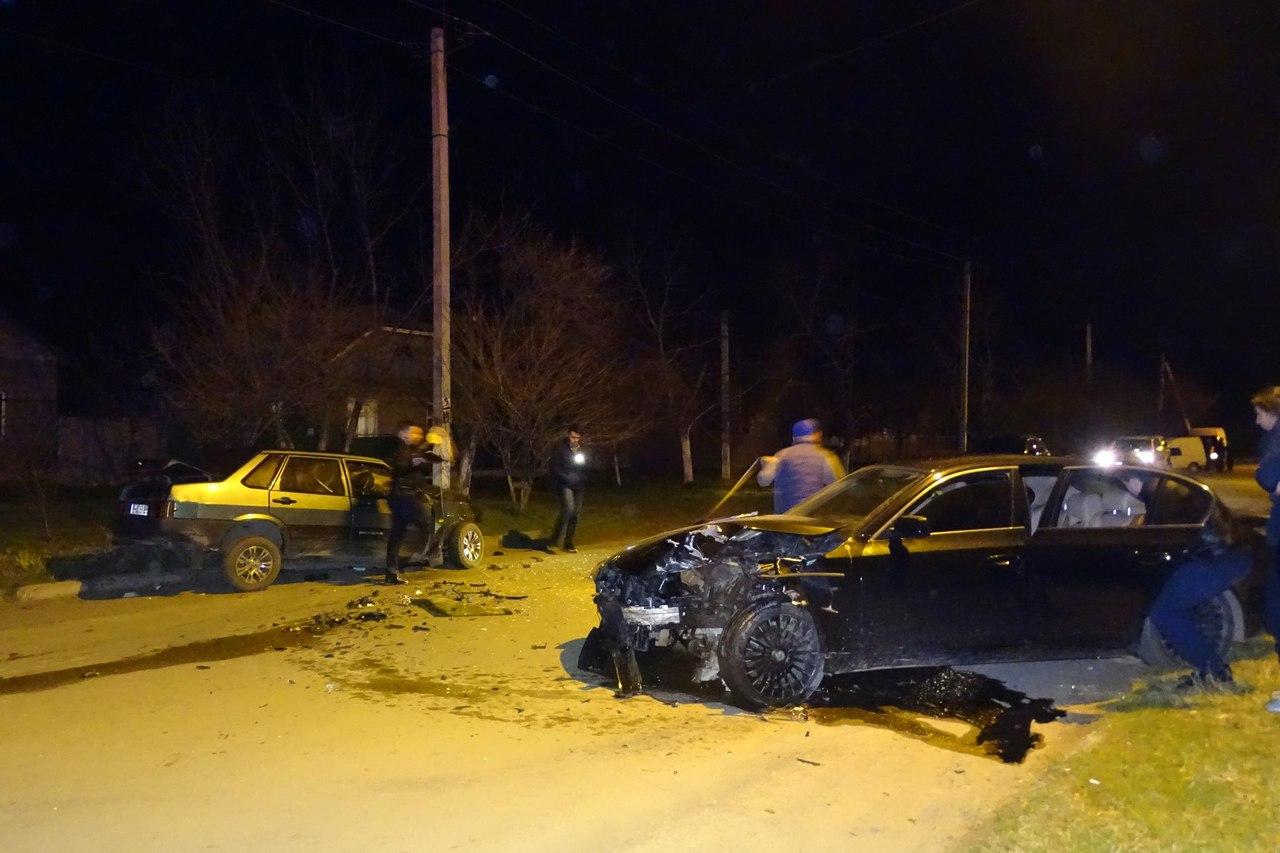 "dzIdbxR91F4 В Измаиле BMW вылетел на ""встречку"" и протаранил ВАЗ-21099"