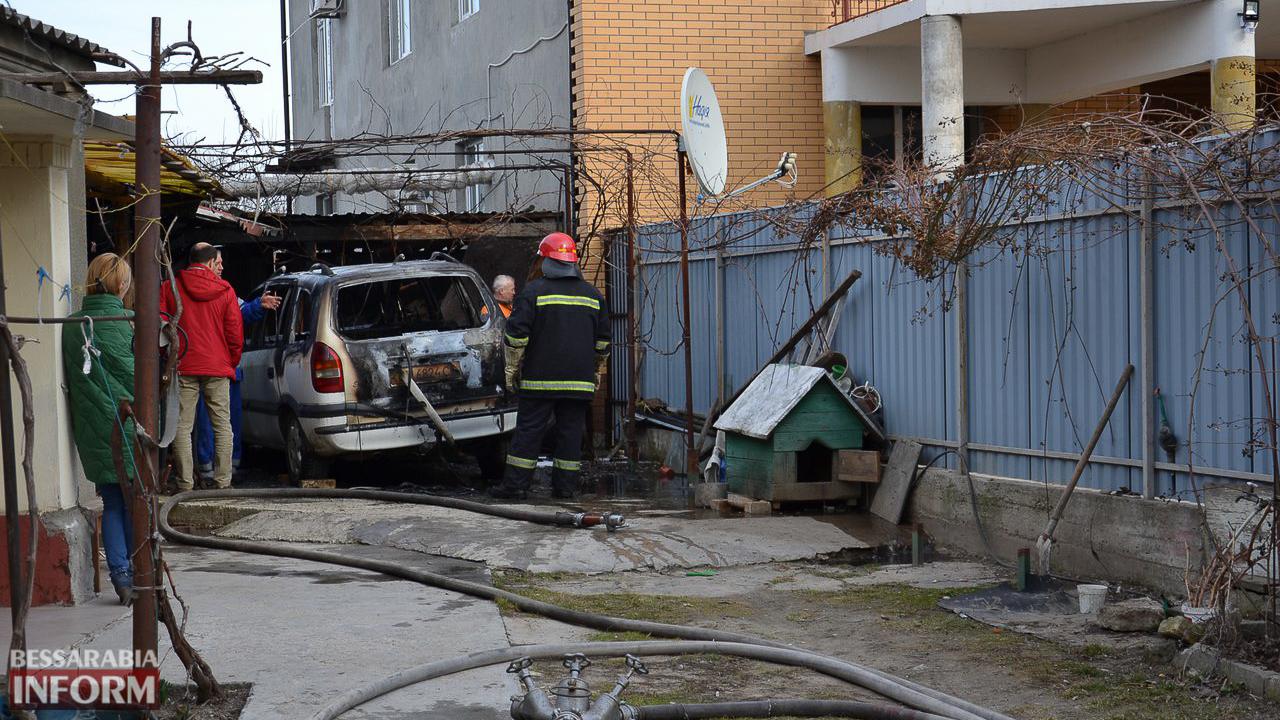 id10srpX6pg Сегодня в Измаиле горела иномарка (ФОТО)