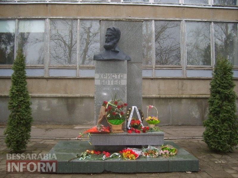 pamyatnik-Hristo-Botev День освобождения Болгарии в Измаиле: без гимнов и при приспущенных флагах (ФОТО)