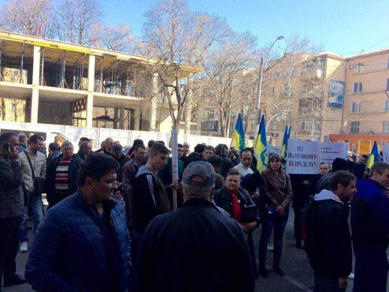 """17523476_1760839880896672_6252698463833209075_n """"Руки прочь от дорог Килийщины"""": активисты митинговали у стен областной налоговой"""