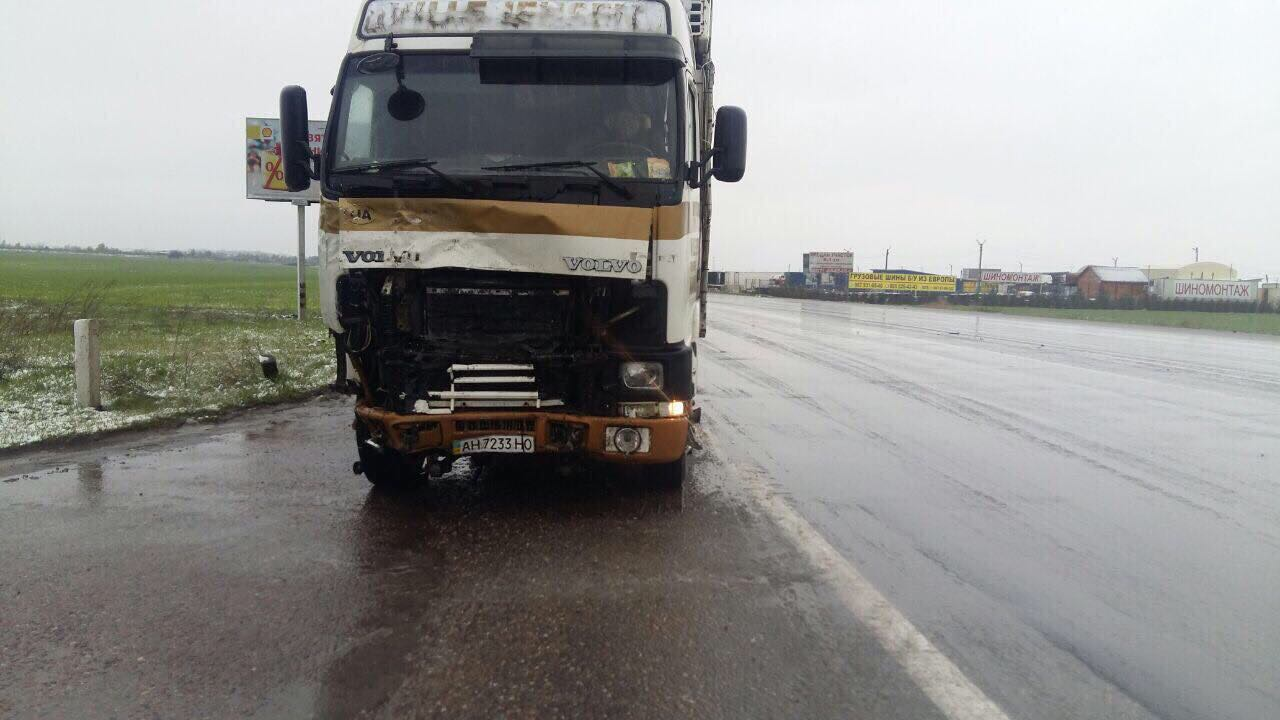 2354634 Из-за непогоды ограничено движение грузовиков на киевской трассе и не отправляются автобусы с автостанций
