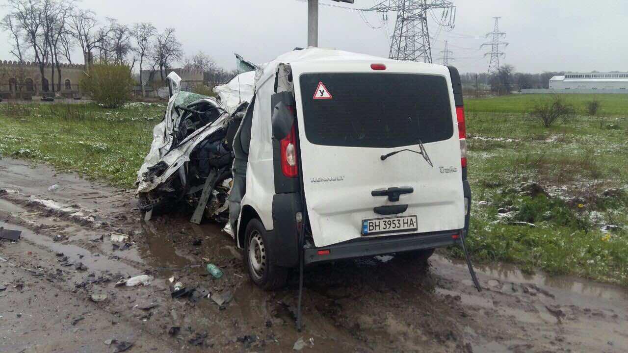 3426356 Из-за непогоды ограничено движение грузовиков на киевской трассе и не отправляются автобусы с автостанций