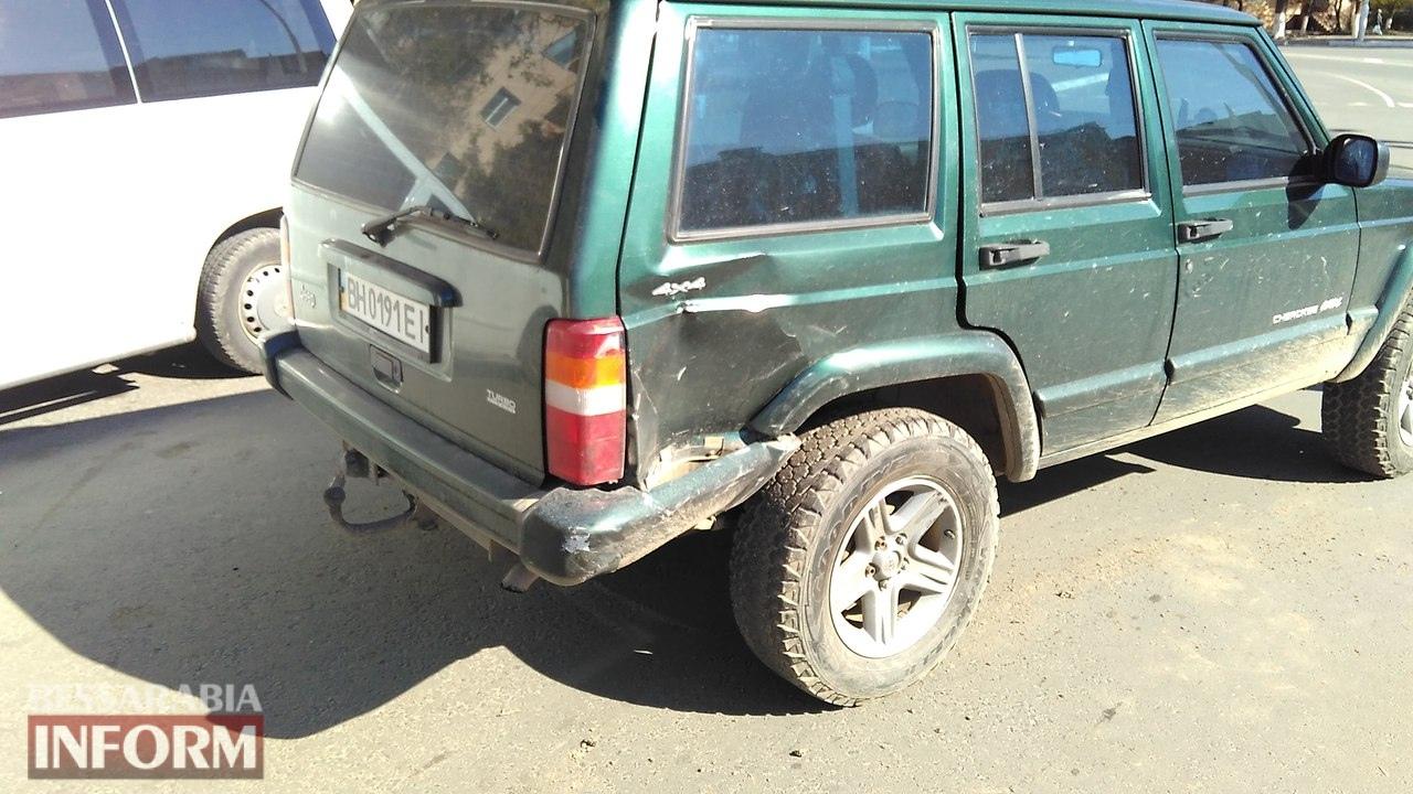 58eb8adf311a5_8ESyCKF55XM ДТП на площади Мира в Измаиле: Honda не пропустила Jeep Cherokee