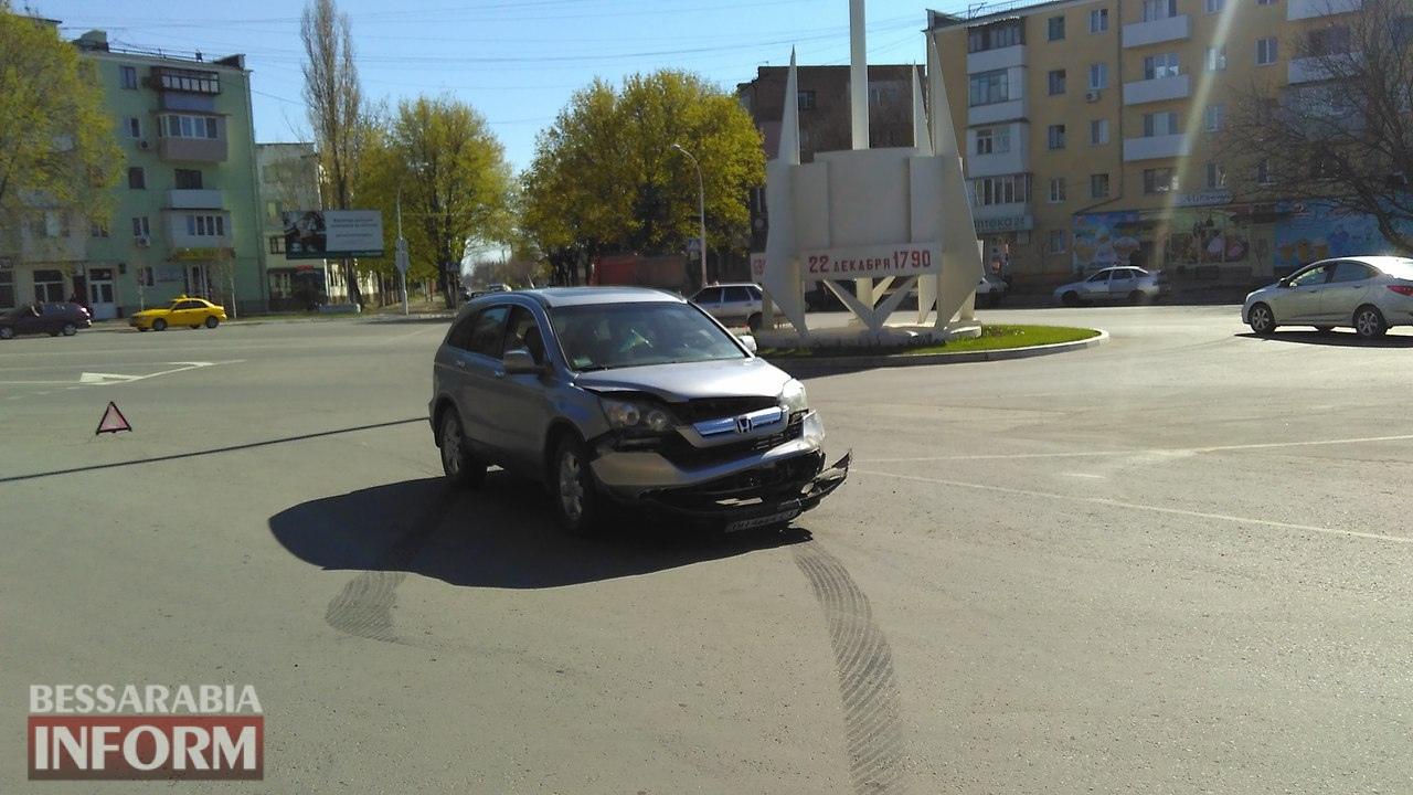 58eb8adf3e50b_WphX0PqfEiw ДТП на площади Мира в Измаиле: Honda не пропустила Jeep Cherokee