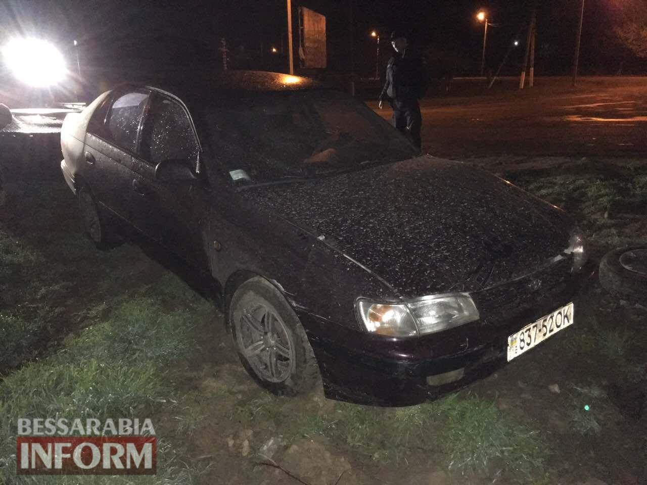 На въезде в Измаил пьяный водитель на Toyota Carina снес столб