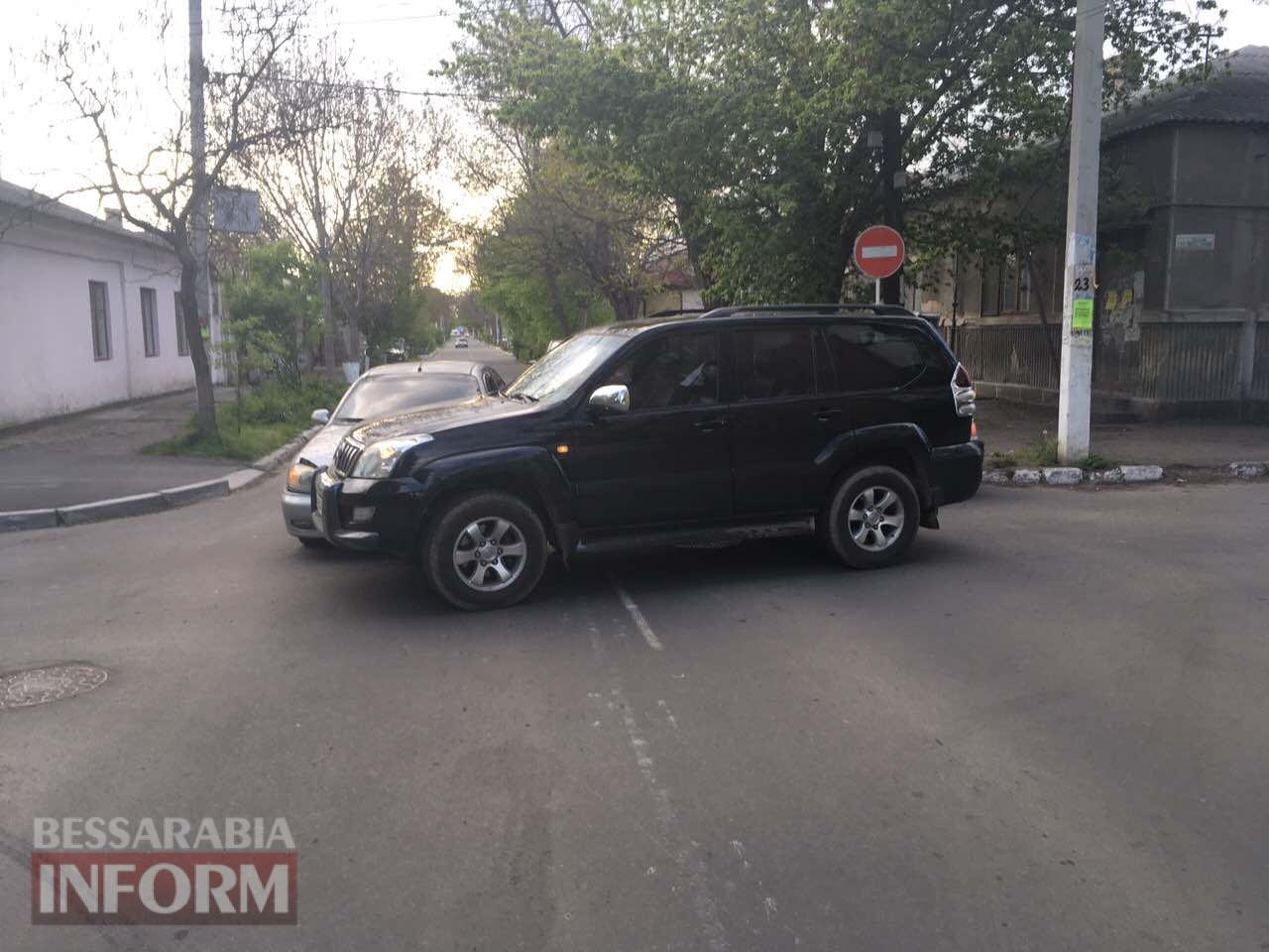 """Еще одно ДТП в Измаиле: Toyota Prado """"подбила"""" Daewoo Lanos"""