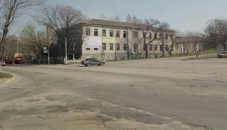 5GB0uhsIF-s Невеселое 1 апреля в Аккермане: горела машина и бывший военный госпиталь