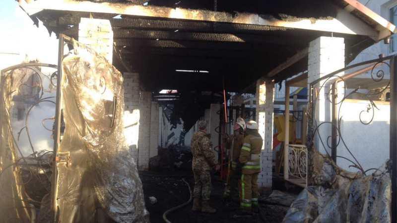 6 В Затоке ночью масштабный пожар уничтожил двухэтажный дом