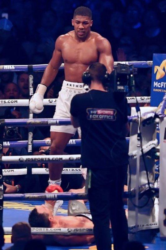 Кличко проиграл Джошуа: мегаяркие кадры боя