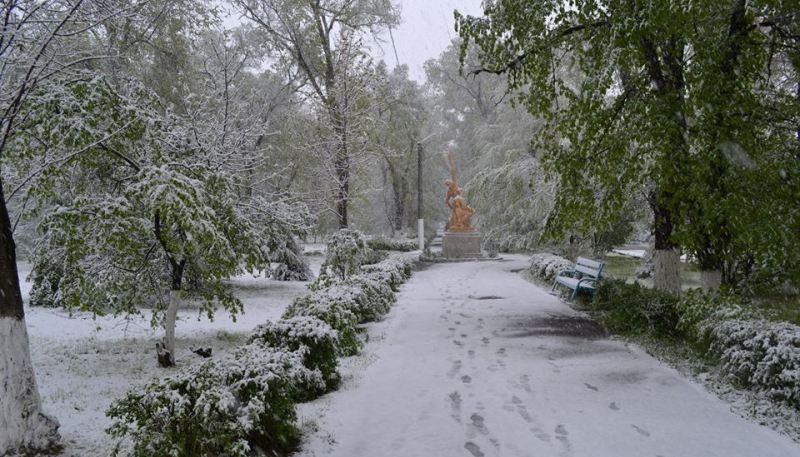 Artsiz-tsentr Арциз заметает снегом
