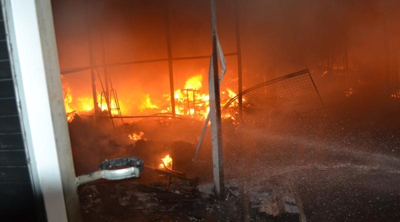 Масштабный пожар на одесском рынке: выгорело 143 павильона