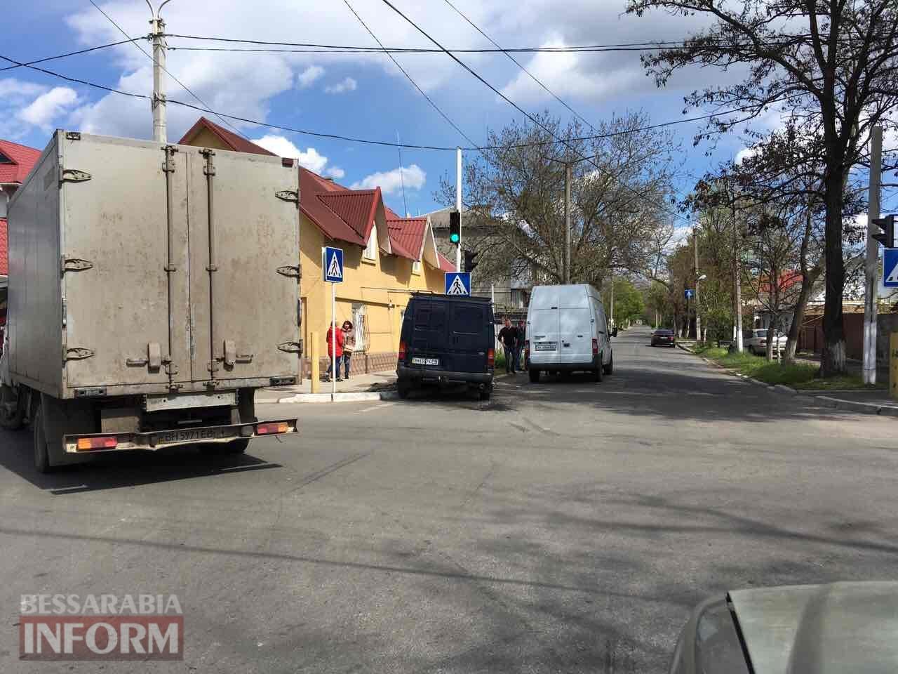 DTP-v-Izmaile Измаил: на улице Белгород-Днестровской очередное ДТП, есть пострадавшая