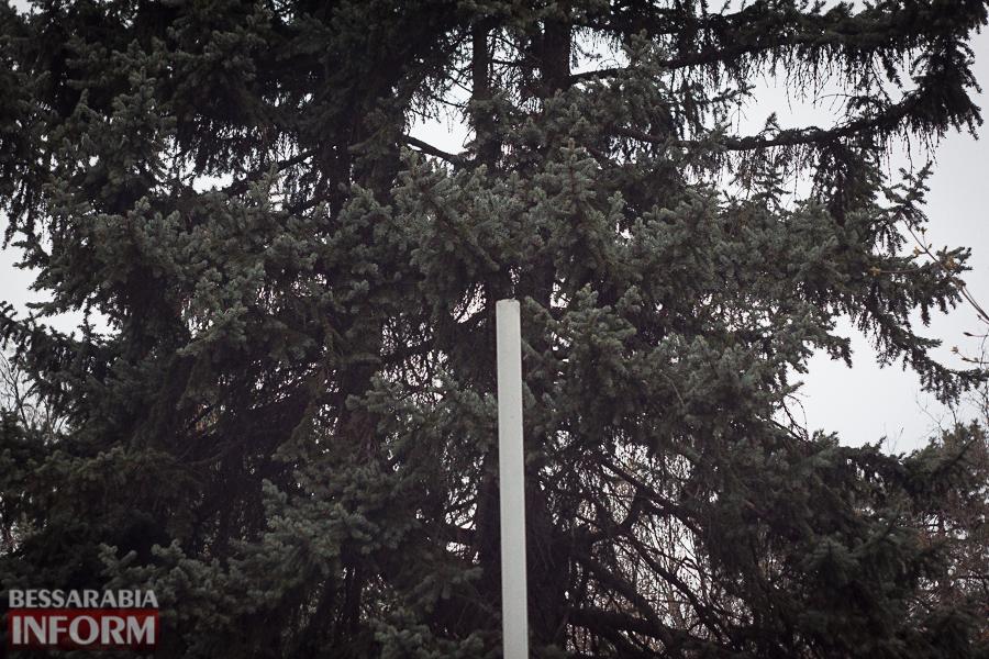 Улицы разбитых фонарей: в Измаиле хулиганы портят элементы уличного освещения