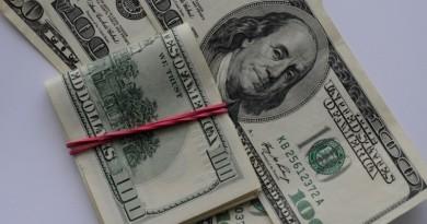 В Украине дешевеет доллар: курс в обменниках
