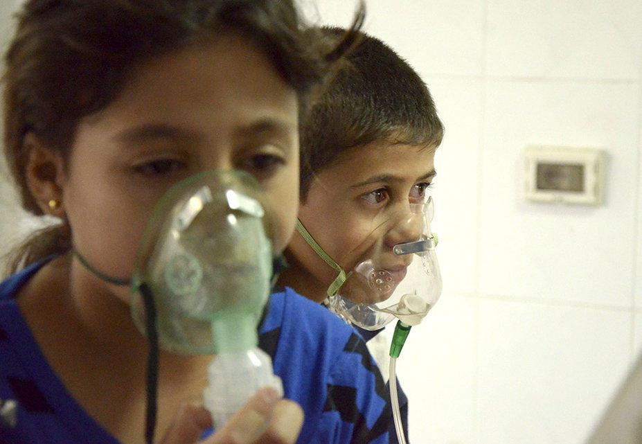 gazsiria01 В Сирии от газовой атаки погибло более 100 человек (фото, видео +18)