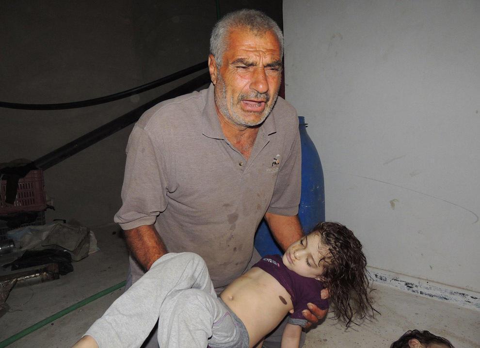gazsiria04 В Сирии от газовой атаки погибло более 100 человек (фото, видео +18)