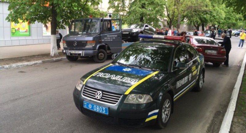 """imgonline-com-ua-dexifQpmefsFjy02u Авария на """"сквозняке"""" в Измаиле: Daewoo врезалось в припаркованные автомобили"""