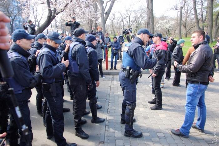 """В Одессе задержали членов """"Свободы"""" и """"Правого сектора"""" за провоцирование драки на Аллее славы"""