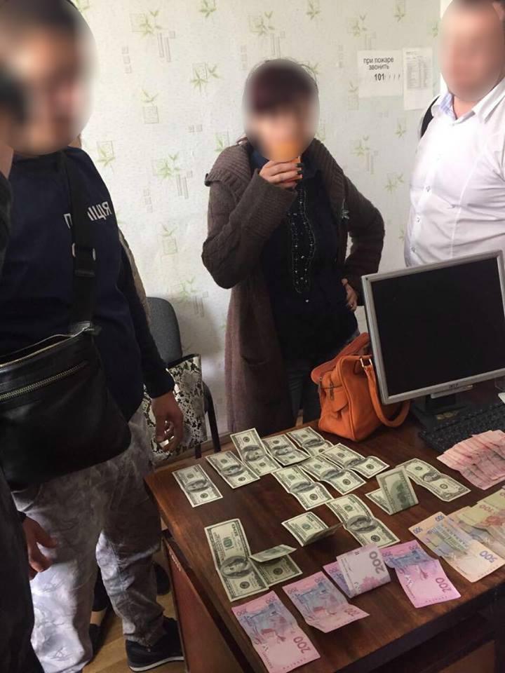 Официально: правоохранители разоблачили на взятке председателя Килийской РГА и его подчиненную