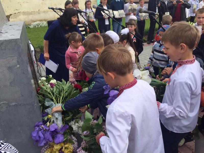 18301230_1302021873187148_2417124613434626562_n Килийский р-н: ко Дню Победы в селе Лески открыли мемориал памяти