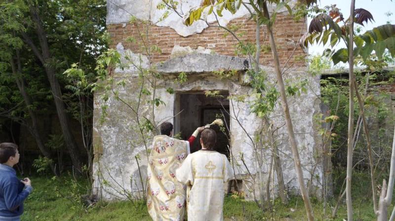 Крестный ход в Килии: священнослужители и прихожане обошли святые места города