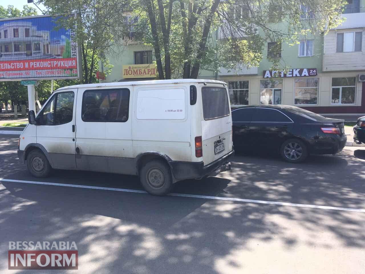 59085e0f3fc87_DTP-Toyota-i-Ford-na-ploschadi-Mira-v-Izmaile Измаил: на площади Мира произошло сразу два ДТП, в одно из которых пострадала женщина велосипедист