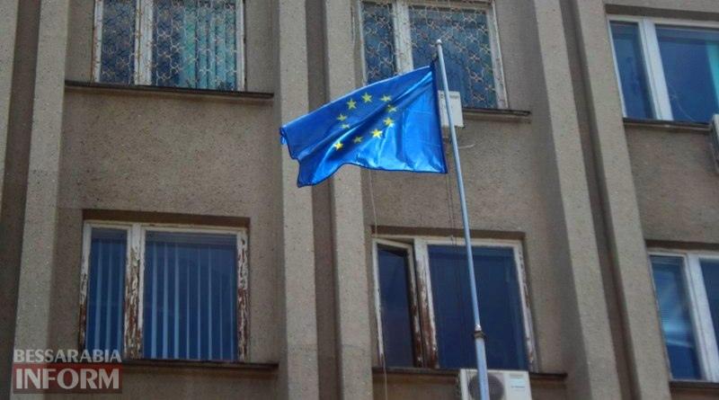 591431507476e_yHXVG0iQ_bE Ко Дню Европы в Измаиле впервые подняли над городом флаг Евросоюза