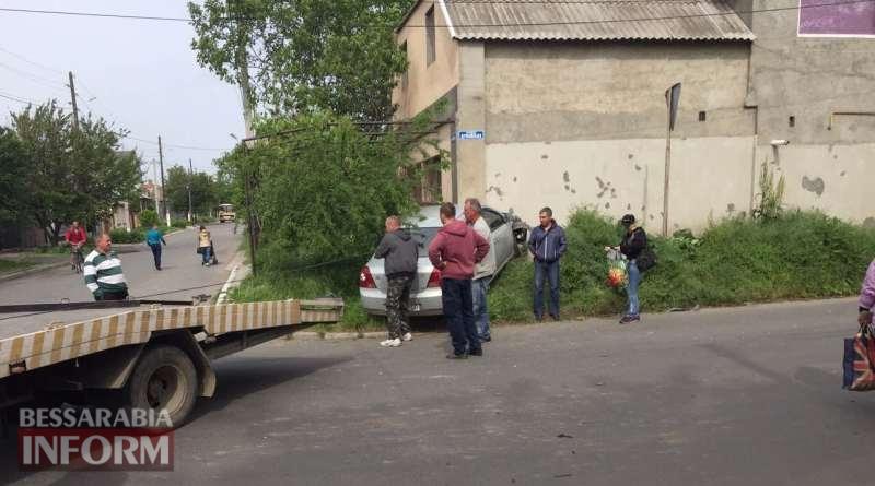 В Измаиле автомобиль влетел в здание жилого дома