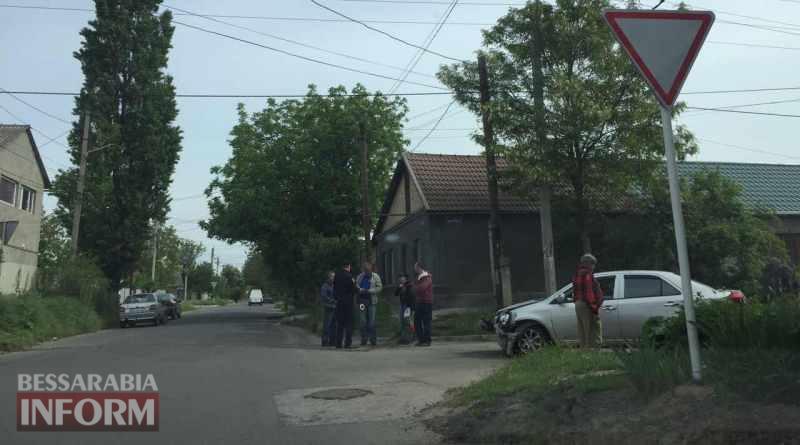 591563914590c_3246346357657 В Измаиле автомобиль влетел в здание жилого дома