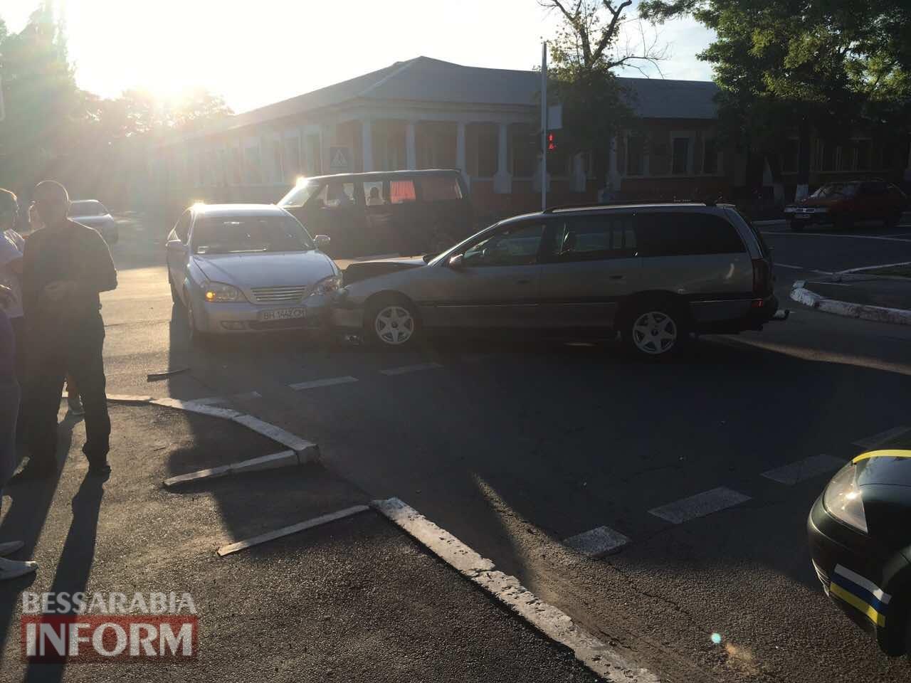 5925bafe36111_346346 В Измаиле яркий закат солнца и невнимательность водителя спровоцировали ДТП