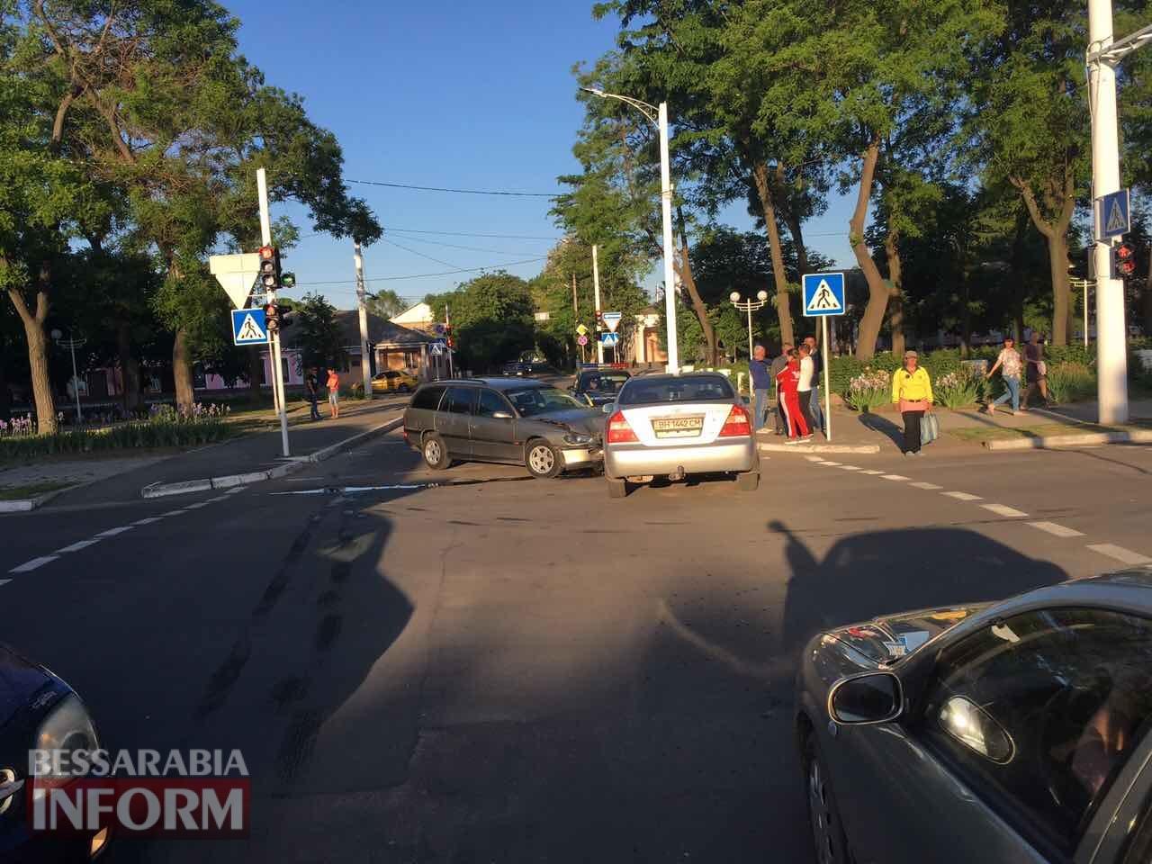 5925bafe39484_3476564536534 В Измаиле яркий закат солнца и невнимательность водителя спровоцировали ДТП