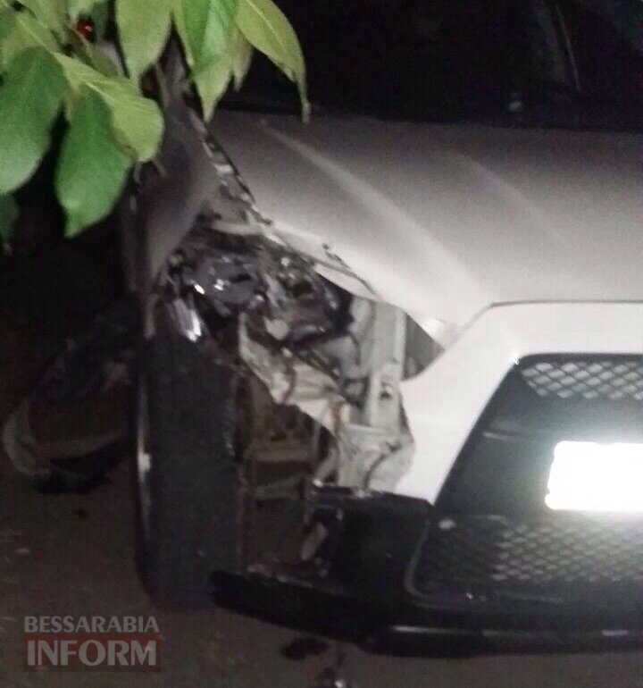 В Болграде пьяный сотрудник военкомата на кроссовере устроил ДТП и попытался скрыться с места происшествия