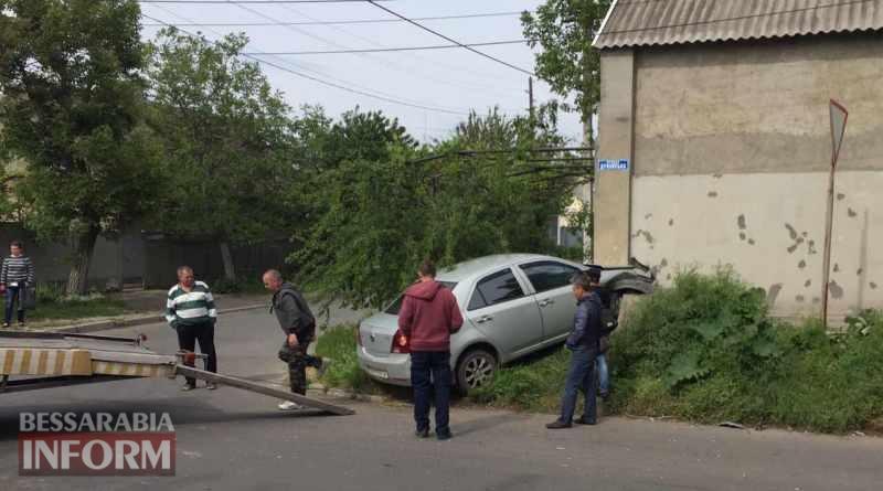 В Измаиле автомобиль Geely протаранил жилой дом
