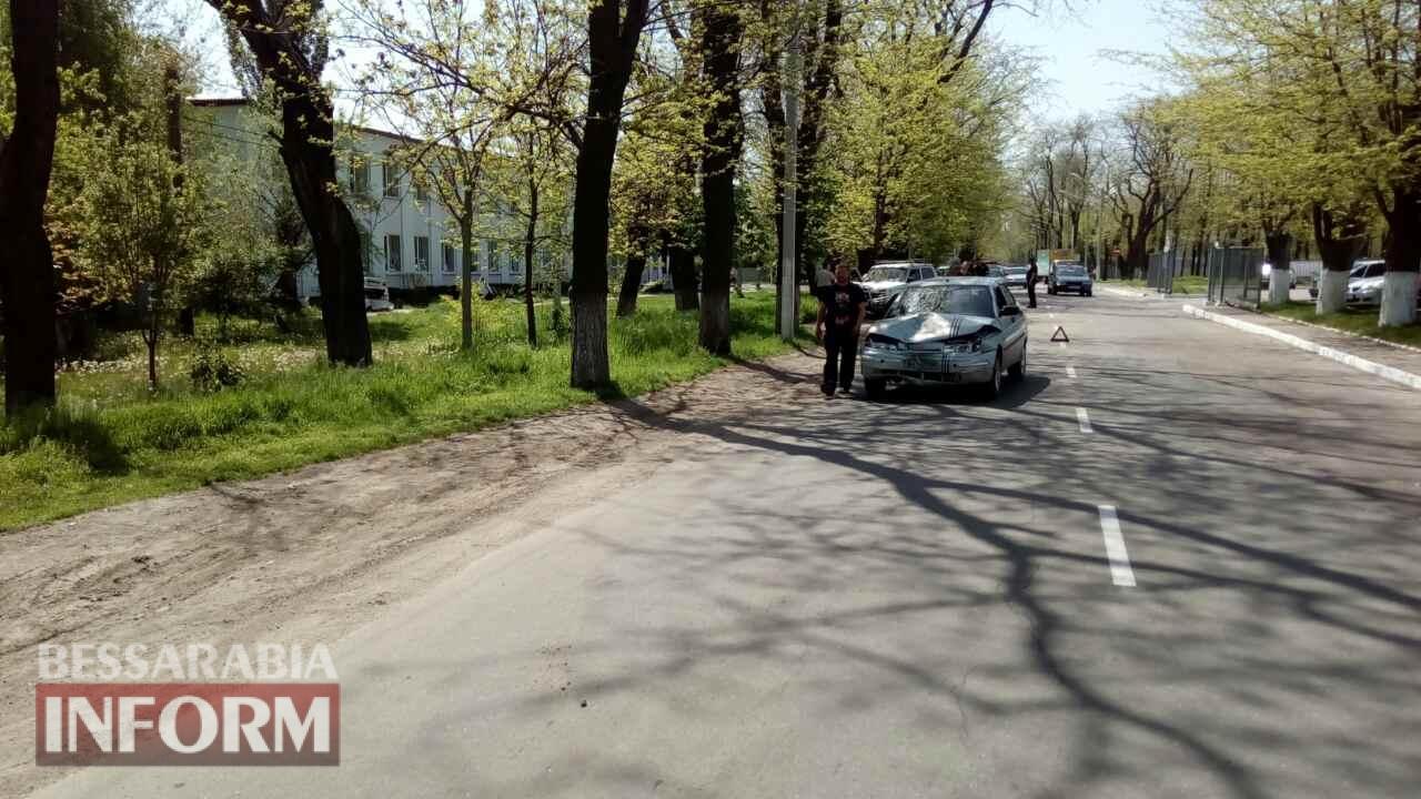 DTP-vozle-shkoly-v-Izmaile В Измаиле в результате ДТП автомобиль врезался в здание школы