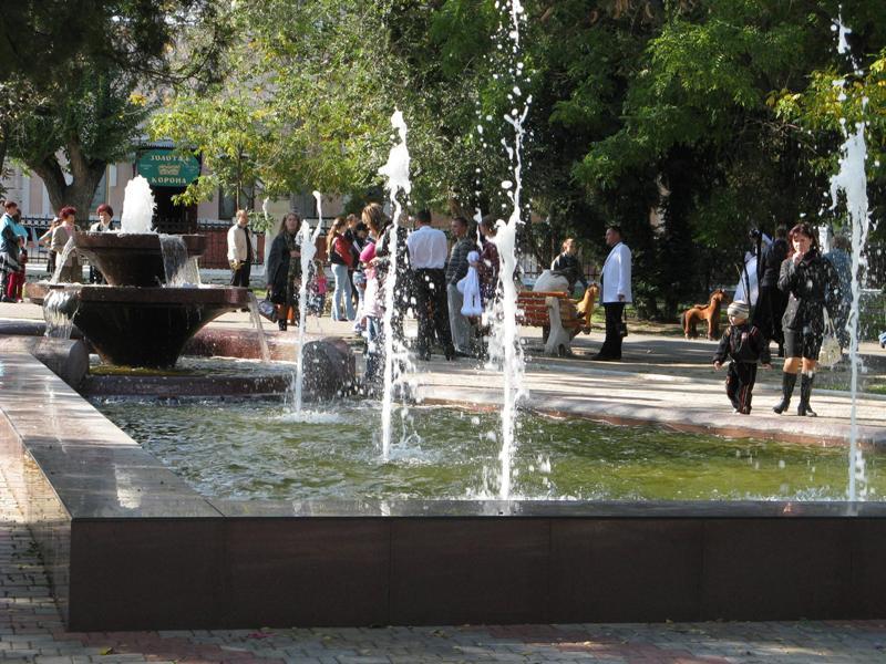 hNIOz6N В Аккермане заработал фонтан в Михайловском сквере