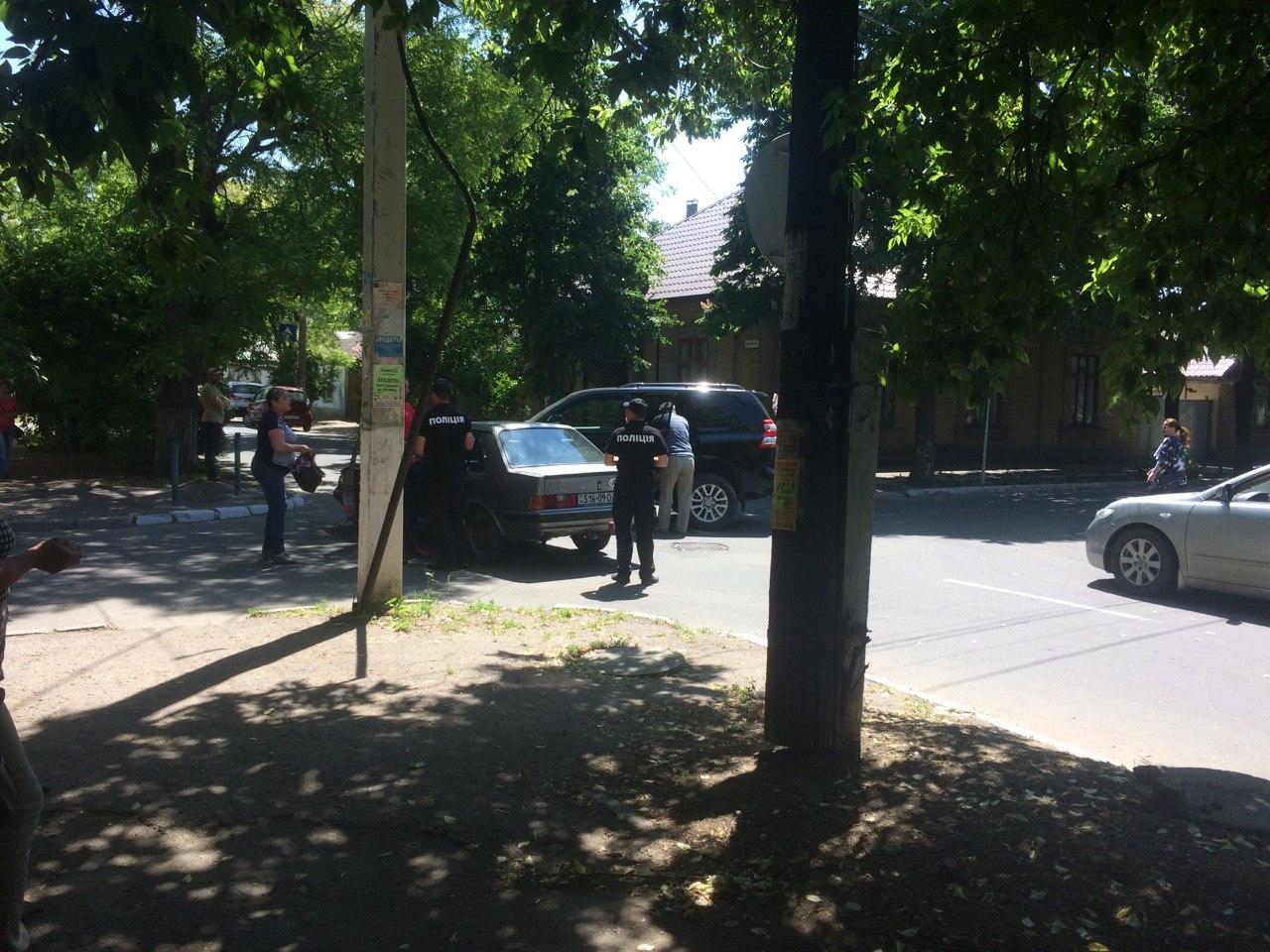 Очередное ДТП в Измаиле: Toyota Prado протаранила Volvo