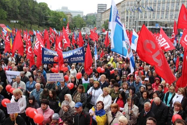Драки, митинги и красные флаги: как в разных городах Украины отметили 1 мая