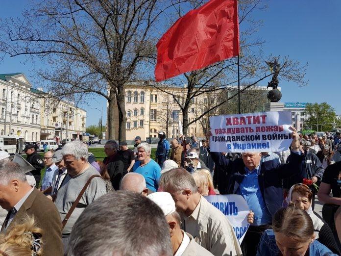 pershe-travnia-kharkiv-1-696x522 Драки, митинги и красные флаги: как в разных городах Украины отметили 1 мая