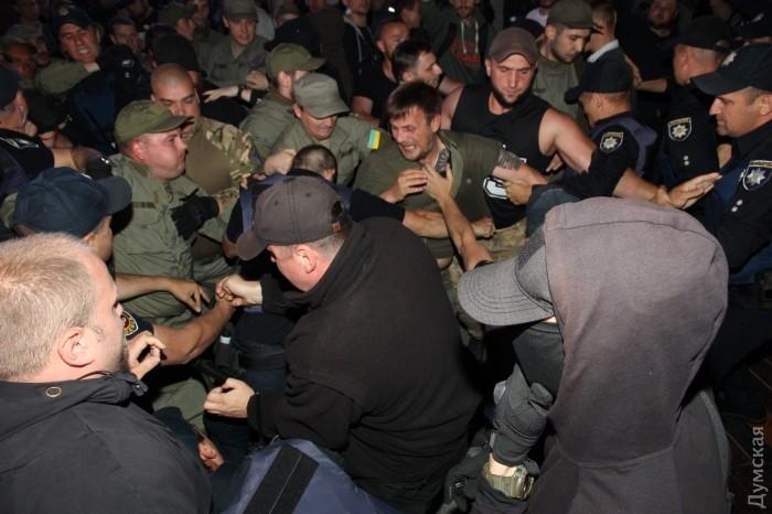 В Одессе с драками и петардами сорвали концерт Лободы
