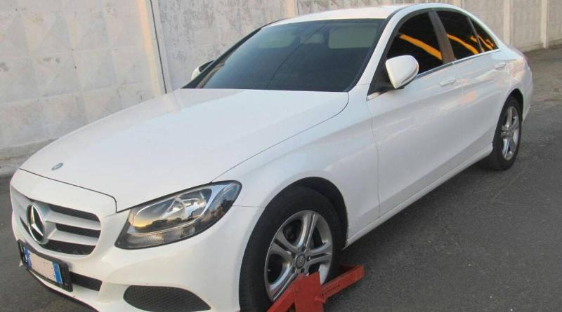 пограничники нашли уганый в Италии Mercedes