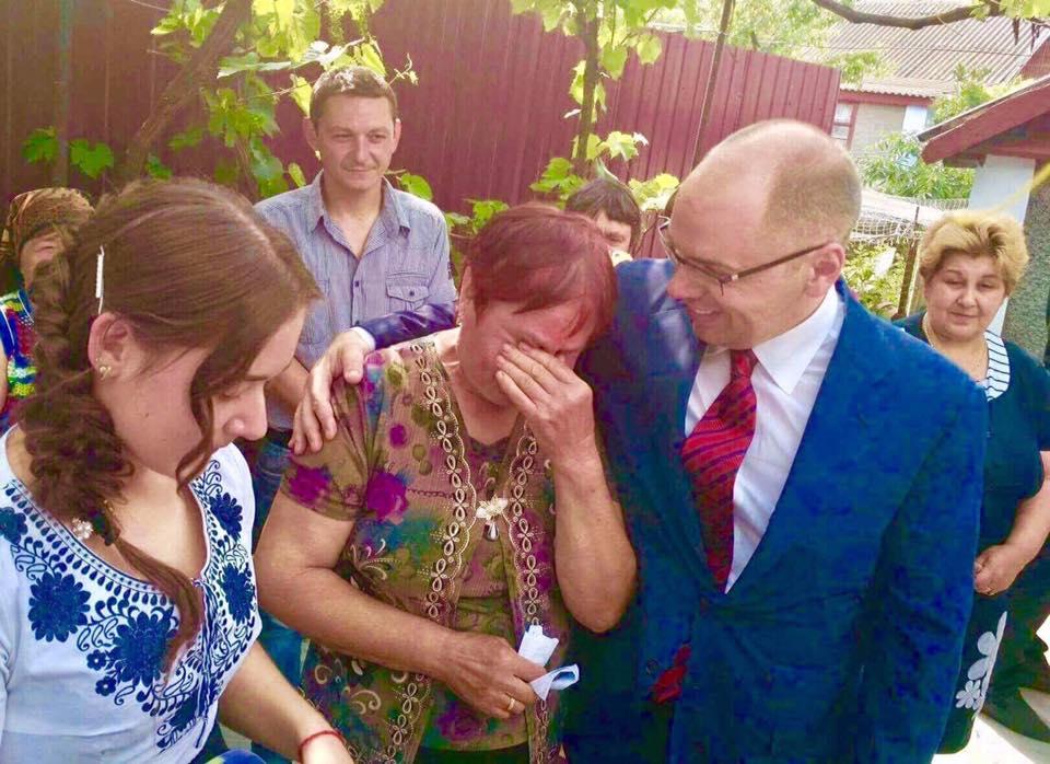 Благородный поступок: глава Одесской ОГА Максим Степанов подарил свой сельский дом сироте